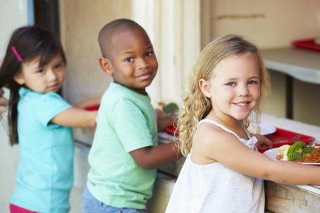 Barn med mat, UV